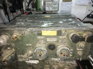radio militar PRC-77 machacada